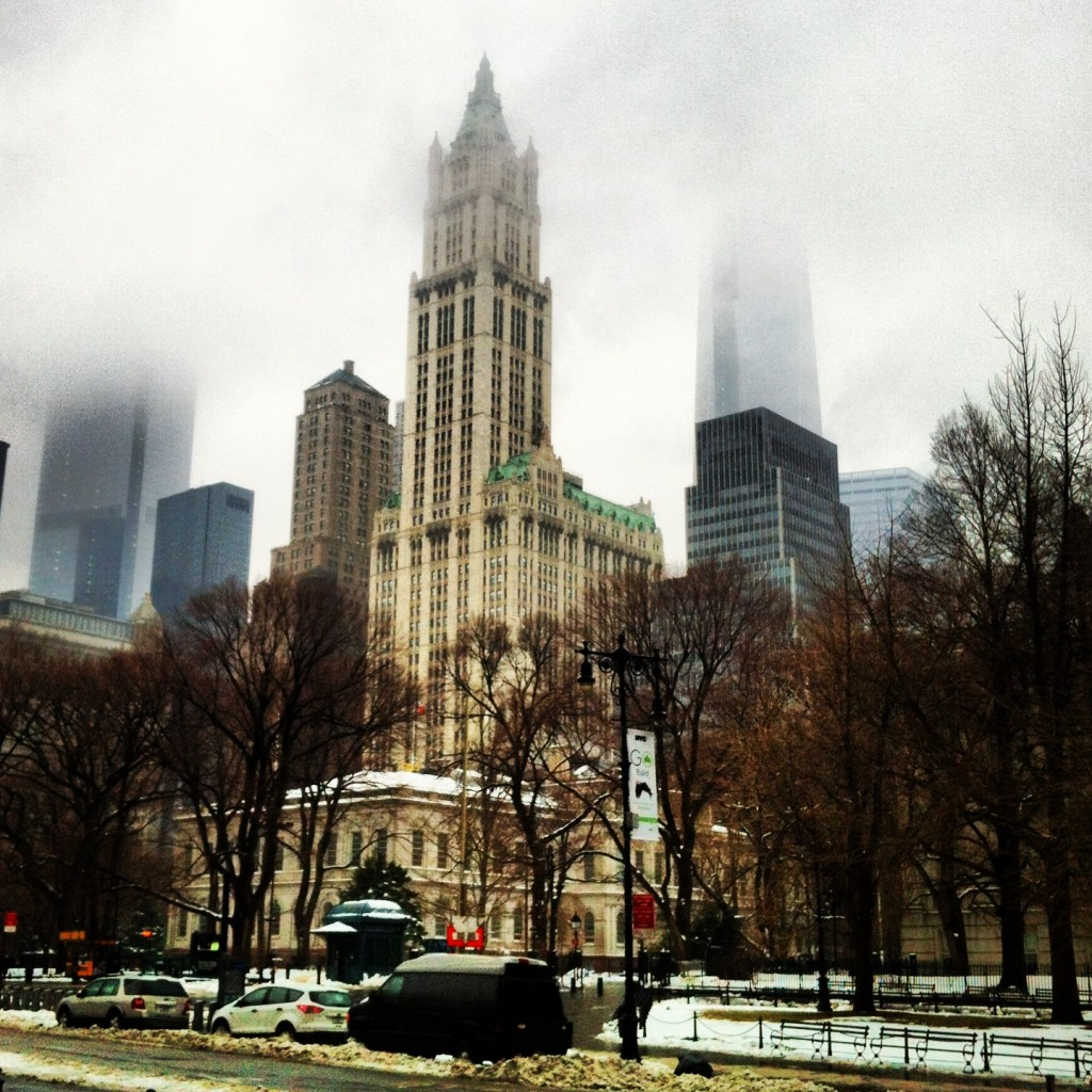 Woolworth_Building_in_the_Mist