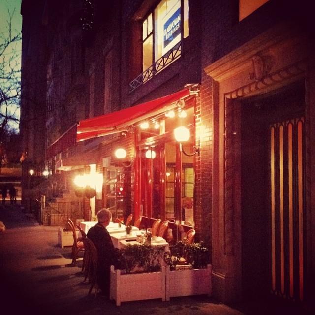 Кафе где-то между 5 Авеню и Мэдисон