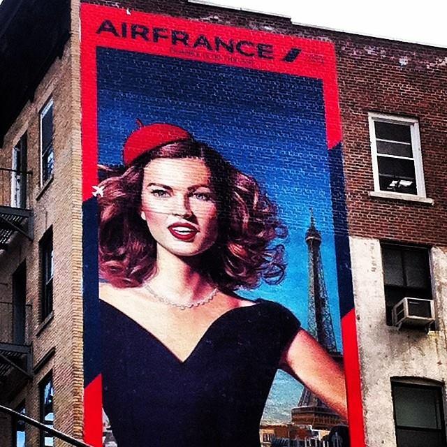 Рисованная реклама AirFrance в Сохо